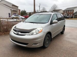 2007 Toyota Sienna LE low mileage one  owner