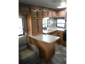 2016 Puma 30RKSS Rear Kitchen Travel Trailer with Slide Stratford Kitchener Area image 7