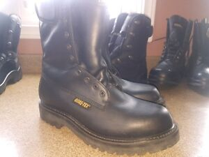 size10  New Pair of Gortex - Thinsulate - Motorbike/Riding Boots