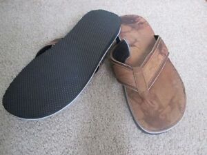 BRAND NEW LEATHER MAN SLIPPER NEVER USED CALL 519-673-9819 London Ontario image 2