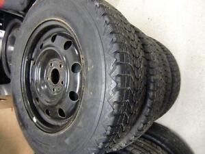 4 pneus 215/70/16 hiver et rims comme neufs 5x114.3