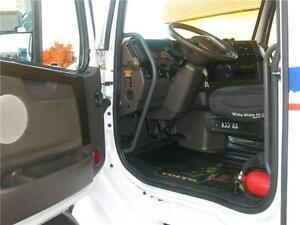 2013 Volvo 670 Cambridge Kitchener Area image 4