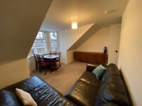 Charming, homely top-floor 2-bedroom flat close the city centre. New kitchen, recent bathroom, etc.