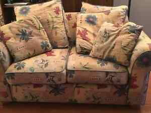 Love Seat West Island Greater Montréal image 2