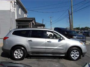 "2011 Chevrolet Traverse LS  4x4   "" 8 Passager """