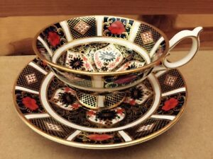 Royal Crown Derby. Old Amari pattern. 2 cup and saucer sets.