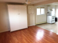 COZY BACHELOR IN WYSE ROAD AVAILABLE NOW