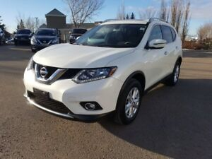 2016 Nissan Rogue SV AWD SUNROOF Accident Free,  Heated Seats,