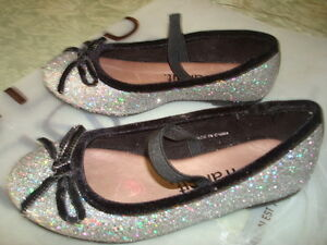 FLAT SHOE FOR GIRLS - SOULIERS PLATES POUR FILLE