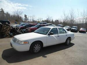 low mileage !!! 2006 Ford Crown Victoria , like new
