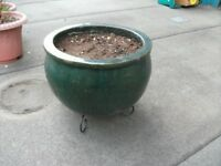Ceramic Pot . Size : H=26cm , Diameter=40cm ( top ). With metal stand .