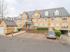 2 bed refurbished flat, Watford, £1,100 pcm, 5 min walk to station (fast train to Euston in 16 mins)