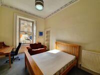 OXFORD STREET - main door flat located in the popular Newington area. 3 double bedrooms, NO HMO.