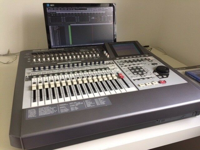 Roland VS2480 Digital Multitrack with 1 FX card and screen