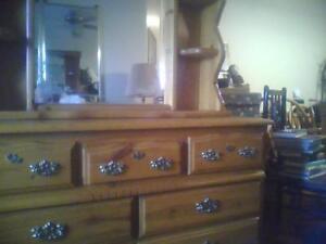 7drawer noty pine dresser/hutch