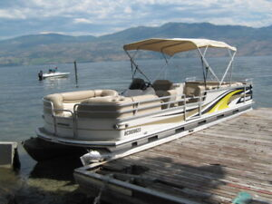 27' PONTOON BOAT WITH TRAILER