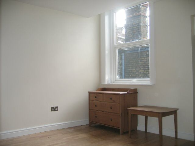 DOUBLE ROOM WITH ENSUITE SHOWER HIGH ROAD WILLESDEN, NW10