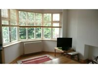 2 bedroom flat in Audley Road, Hendon, London, NW4