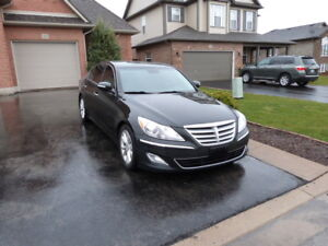 2013 HYUNDIA GENESIS LEATHER SUNROOF LOCAL TRADE!