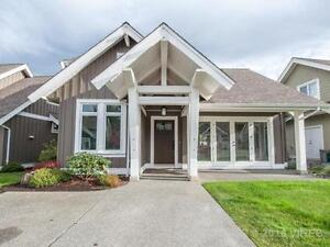 Fully furnished home in Qualicum Landing with full amenities