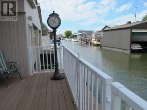 BOOK NOW BEFORE IT'S GONE!! Cottage Rental Lake St. Clair- $900