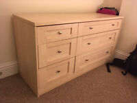 Beautiful and solid chest of drawers