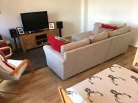 MODERN!! THREE BEDROOM SEMI DETACHED HOUSE WITH A PRIVATE DRIVEWAY AND A REAR GARDEN AVAILABLE NOW