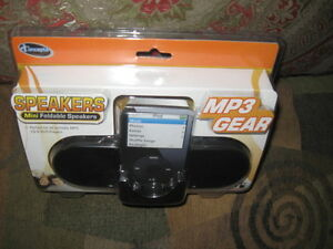 Brand New IConcepts Mini Foldable MP3/ Fits All iPod Speakers