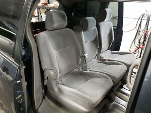 Toyota sienna 2nd row .3 seats .in good condition.
