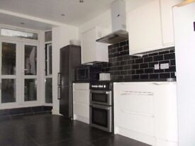 **5 min to station*, 3 x Double Bedrooms for single persons, Bills Included, 3 toiletsshsahsv