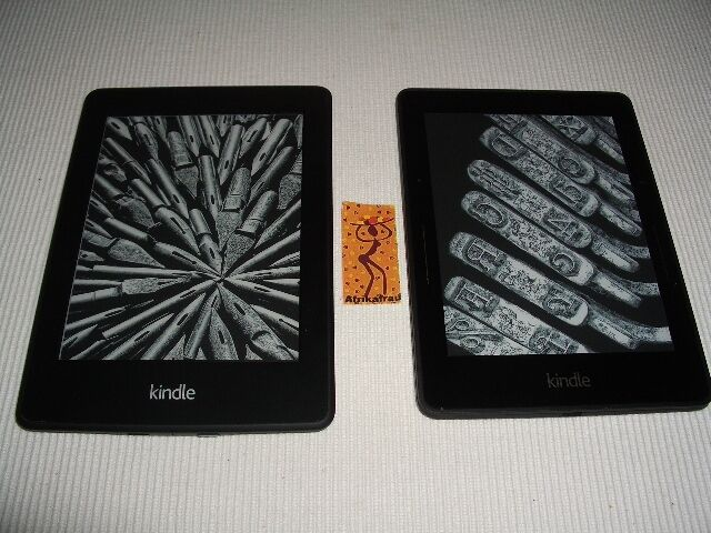 Kindle Paperwhite (links) und Kindle Voyage (rechts)