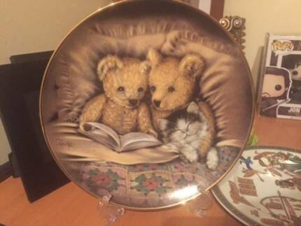 Limited edition Sue Willis collectable Plate with stand