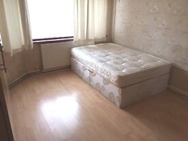 Lovely Large Double Bedroom (With WIFI) in Hounslow West for rent