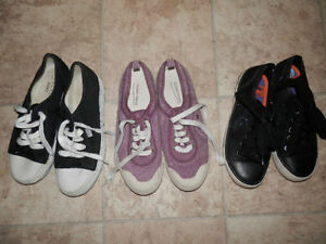 8 pairs of canvas shoes