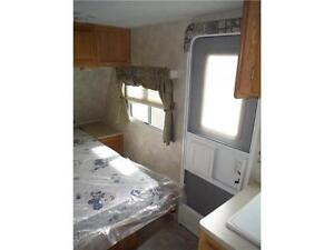 2007 Palomino T21FBSL Ultra Lite Travel Trailer with slideout Stratford Kitchener Area image 6