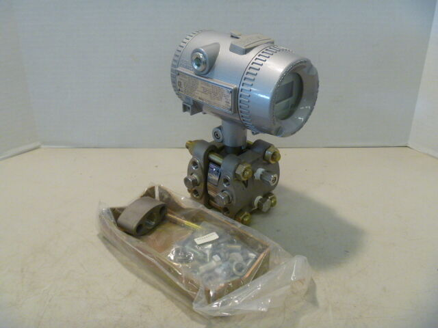 Bailey PTSDDC1221B21AO Differential Pressure Transmitter w/ Bracket New Surplus