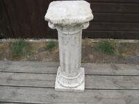 Pillar vase stand