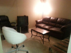1 BEDROOM BASEMENT SUITE FOR RENT SEP-1 $475/W,$1100/M-DOWNTOWN
