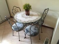 ****Glass table with 4 chairs (very elegant and never used)*****