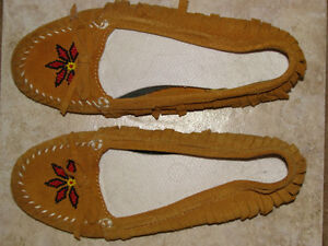 LADIES AMERICAN EAGLE MOCASSINS, SIZE 7 London Ontario image 1