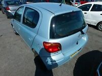 2005 (05) TOYOTA YARIS BLUE BREAKING FOR PARTS