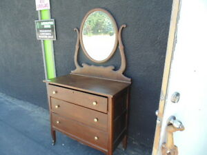 Vintage 3/Drawer With Beveled Mirror(TRAIL)