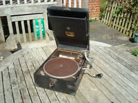 A VINTAGE PORTABLE WIND UP GRAMOPHONE BY HMV