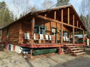 Red Pine Log Cottage overlooking the Miramichi River (Boiestown)