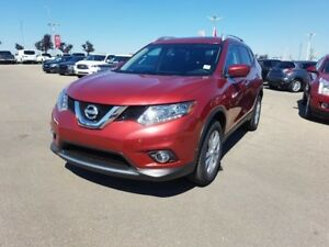 2016 Nissan Rogue AWD SV Accident Free,  Heated Seats,  Panorami