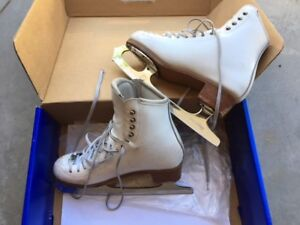 Size 4 Riedell Figure Skates