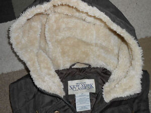 Ladies JACKETS - COATS - VESTS  Size SMALL - LARGE Kingston Kingston Area image 8