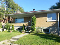 2 bdrm – NEWLY RENOVATED – in duplex - St. Laurent Shopping Ctr