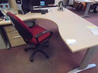 corner desk 1600mm x1600mm and chair