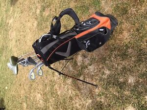 R Hand Gold Clubs and Callaway Golf Bag